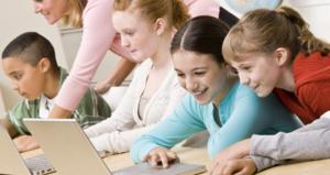 children_on_laptop